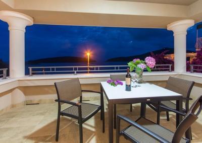 Sea view apartments in Molunat
